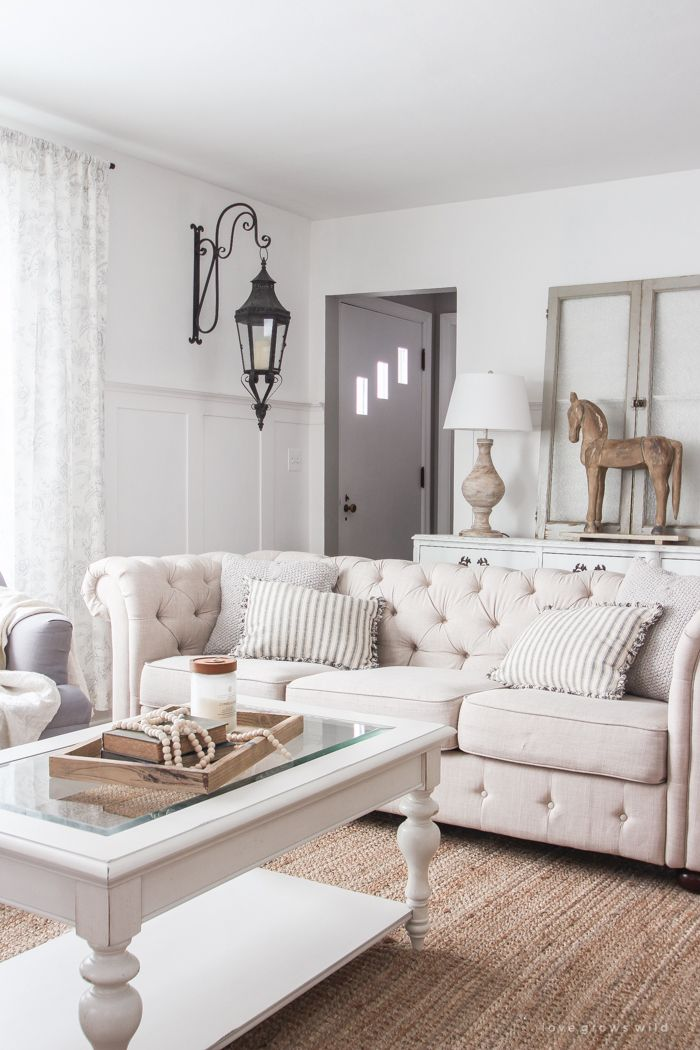 27 Comfy Farmhouse Living Room Designs To Steal: A Beautiful Farmhouse Living Room That Feels