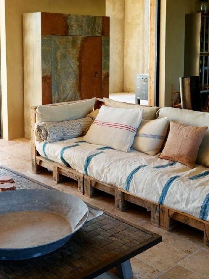 Déco Salon - fauteuil en palette dans le salon moderne ...