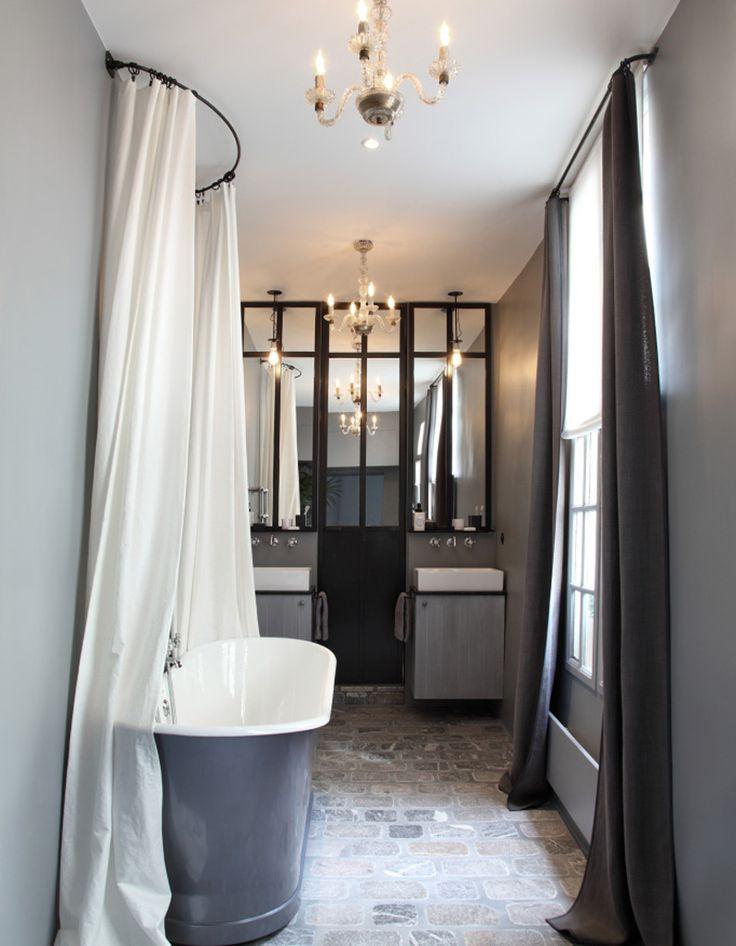 id e d coration salle de bain une salle de bains grise pleine de charme. Black Bedroom Furniture Sets. Home Design Ideas