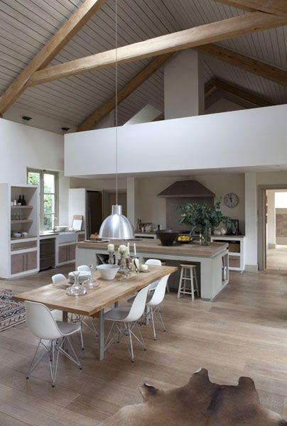 id e relooking cuisine belle hauteur sous plafond dans cette salle manger avec cuisine. Black Bedroom Furniture Sets. Home Design Ideas