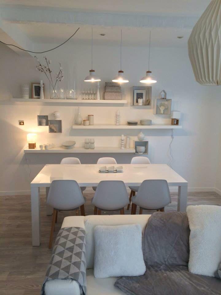 Salle A Manger Murs Blanc Mais Ambiance Feutree Et Douce Parquet