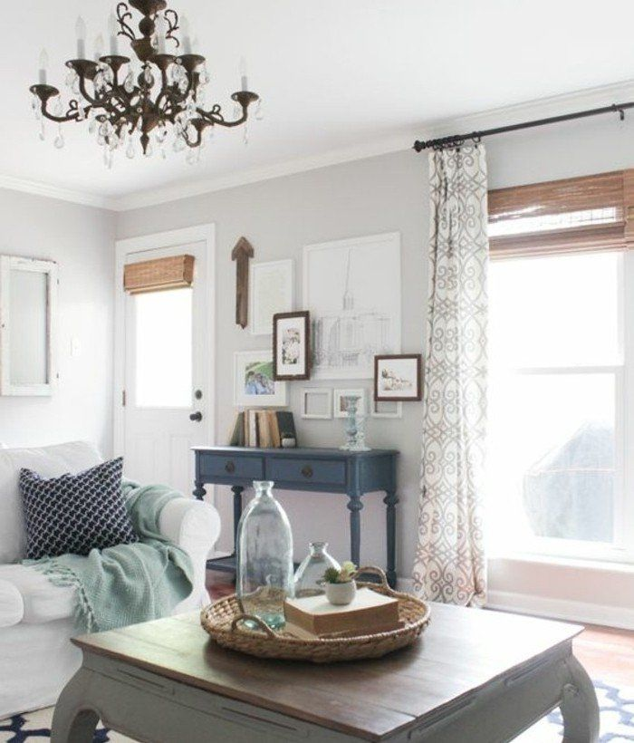 D co salon ambiance vintage dans un salon trop styl peinture murale gris clair canap - Peinture gris clair salon ...