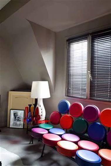 Déco Salon - déco salon couleur taupe et canape rouge et bleu ...