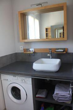 Id e d coration salle de bain salle de bain comprenant for Lave linge dans salle de bain