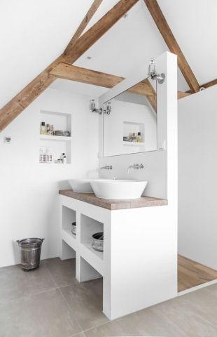 Idée décoration Salle de bain - Salle de bain mansardée scandinave ...