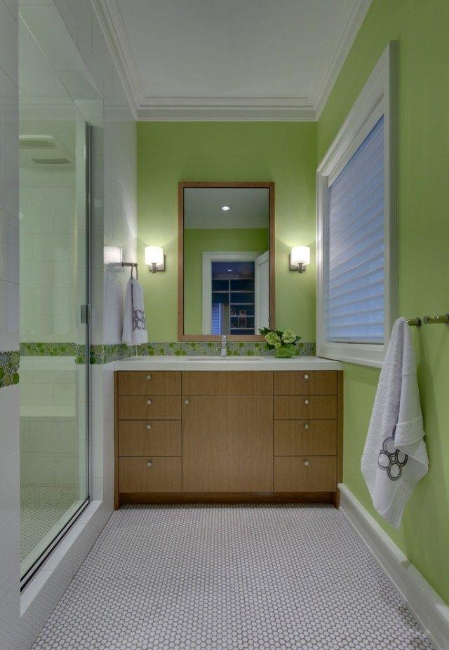 id e d coration salle de bain une petite salle de bains en vert et blanc avec un meuble vasque. Black Bedroom Furniture Sets. Home Design Ideas