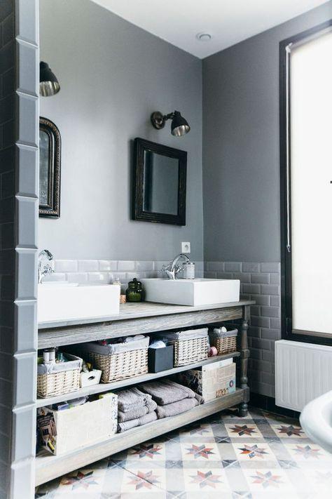 ide dcoration salle de bain vasques poses sur un meuble en bois esprit meuble de mtier dans la salle de listspiritcom leading inspiration - Salle De Bain Vasque Posee