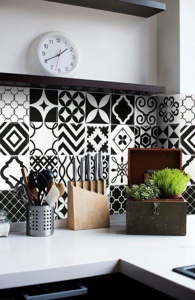 id e relooking cuisine carrelage mural adh sif look carreaux de ciment noir blanc. Black Bedroom Furniture Sets. Home Design Ideas