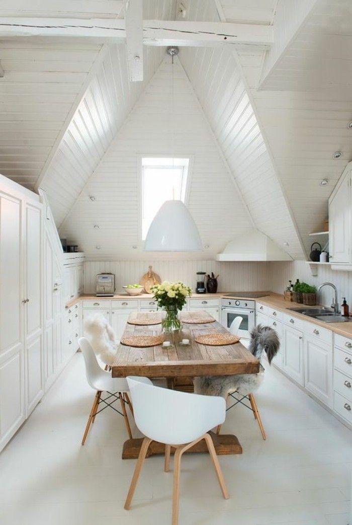 Salle manger jolie cuisine sous pente table en bois - Cuisine sous pente ...