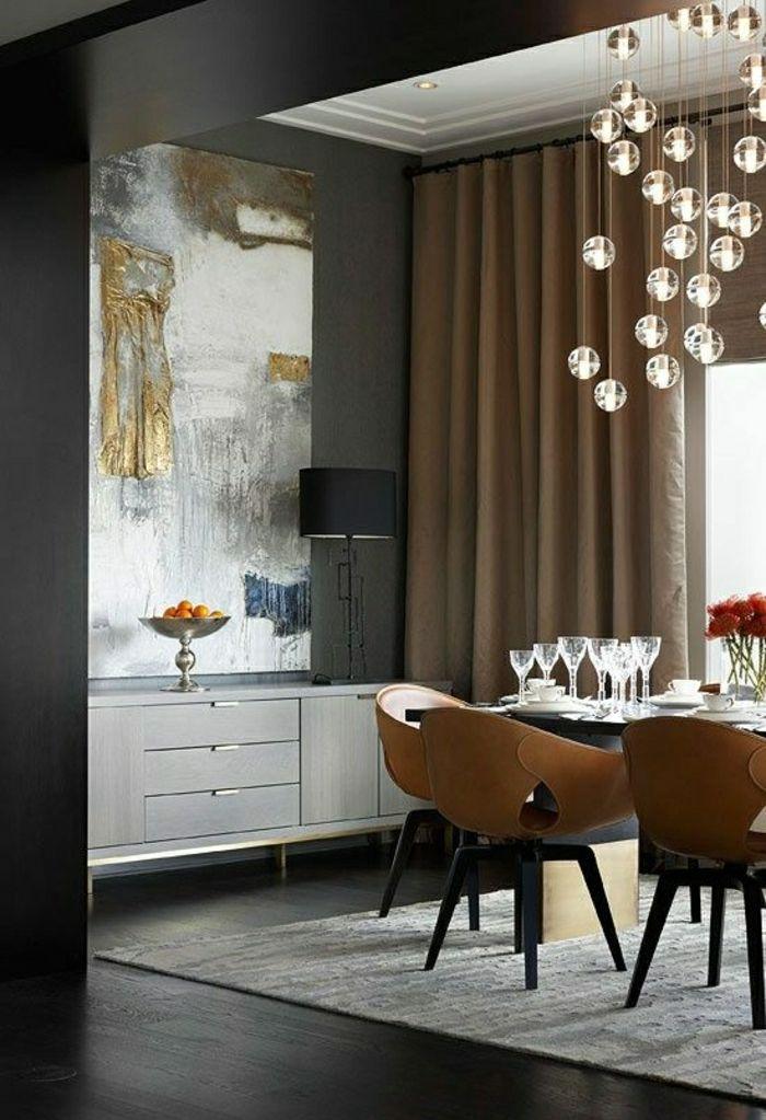 aménagement de couleur taupe, rideaux longs taupes, mur noir ...