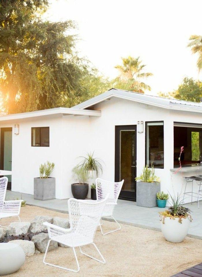 jolie maison en 1 étage avec salon de jardin tressé couleur blanc ...