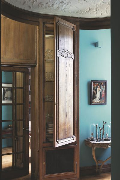 d co salon l 39 entr e peinte en turquoise s 39 inspire d 39 une couleur tr s pris e listspirit. Black Bedroom Furniture Sets. Home Design Ideas