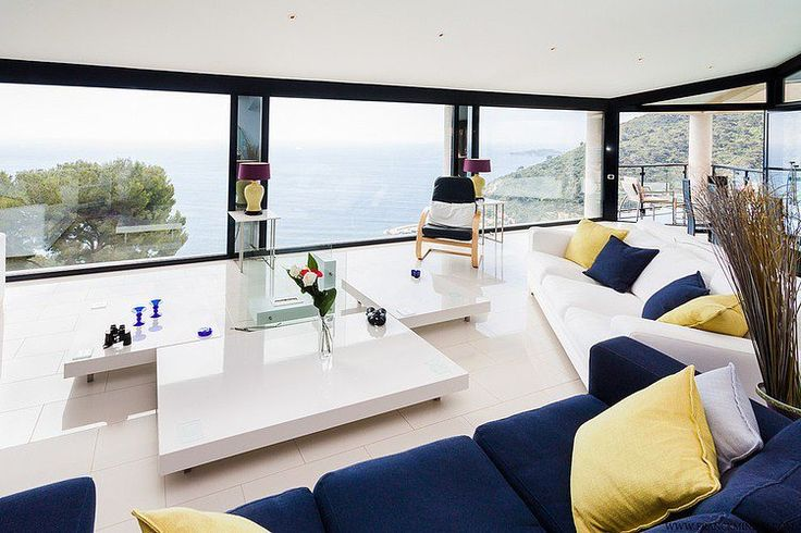 Déco Salon - salon moderne avec vue aux accents bleu marine et jaune ...