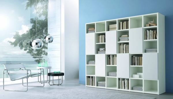 D co salon salon moderne biblioth que blanche fauteuil for Deco salon bibliotheque