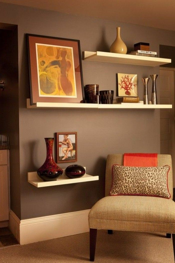 d co salon simple biblioth que tag re pour le salon de couleur taupe. Black Bedroom Furniture Sets. Home Design Ideas