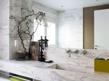 Id e d coration salle de bain salle de bain blanche avec for Carreler une salle de bain avec baignoire