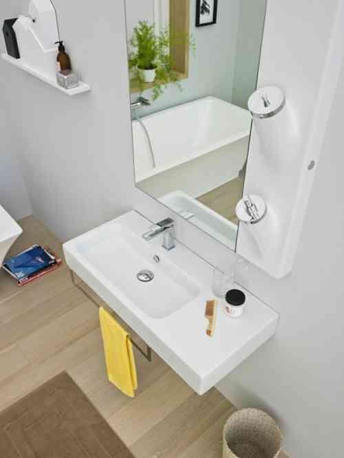 id e d coration salle de bain d co et accessoires de petite salle de bains qui conomisent d. Black Bedroom Furniture Sets. Home Design Ideas