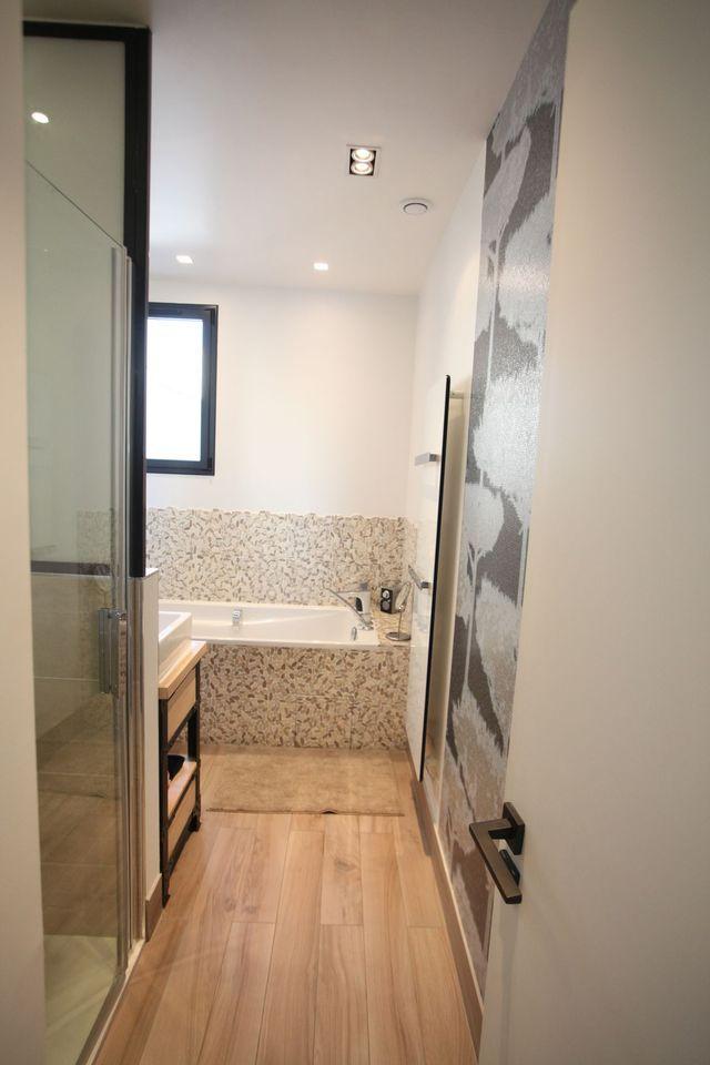 id e d coration salle de bain petite salle de bains zen et moderne de 6m2. Black Bedroom Furniture Sets. Home Design Ideas