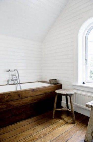 id e d coration salle de bain sobri t du bois dans une salle de bain esprit scandinave. Black Bedroom Furniture Sets. Home Design Ideas