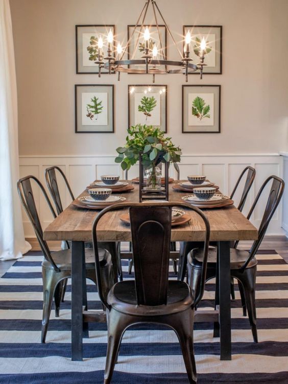 salle manger farmhouse dining room inspiration combining stripes with floral prints. Black Bedroom Furniture Sets. Home Design Ideas