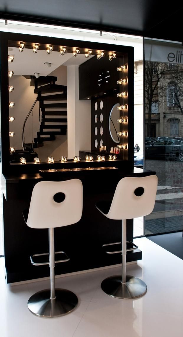 D co salon beautiful lit up make up bar would be for Salon oriaction 2017