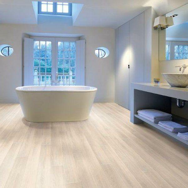 id e d coration salle de bain le parquet stratifi dans. Black Bedroom Furniture Sets. Home Design Ideas