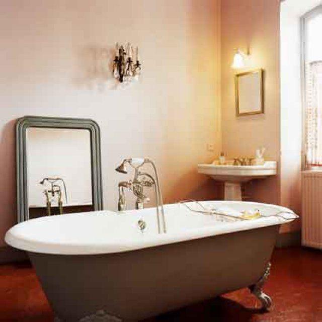 id e d coration salle de bain salle de bain ancienne esprit campagne chic. Black Bedroom Furniture Sets. Home Design Ideas