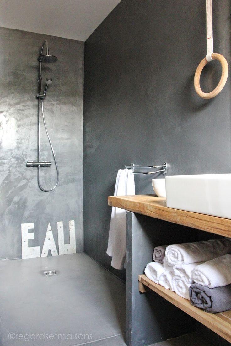 Id e d coration salle de bain une planche en bois dans - Planche bois deco ...