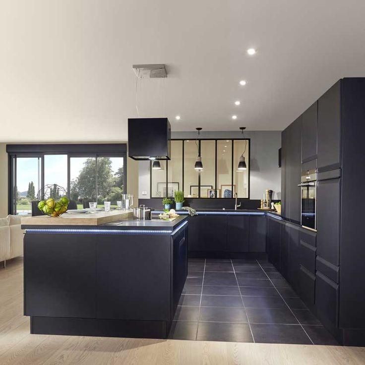 id e relooking cuisine les fa ades arborent une poign e int gr e filante noire pour pri. Black Bedroom Furniture Sets. Home Design Ideas