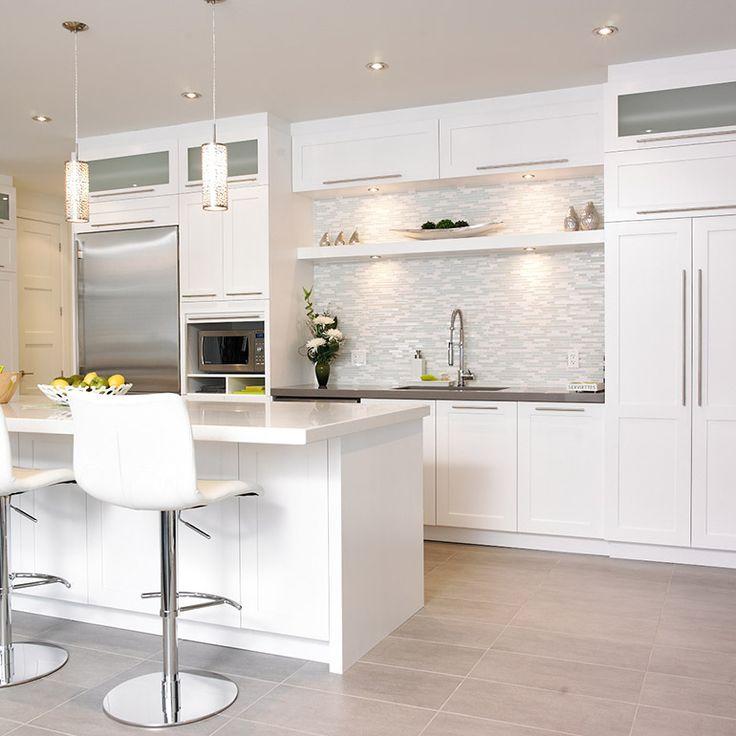 id e relooking cuisine rangement et tablette suspendue en bois massif au dessus de l 39 vier. Black Bedroom Furniture Sets. Home Design Ideas
