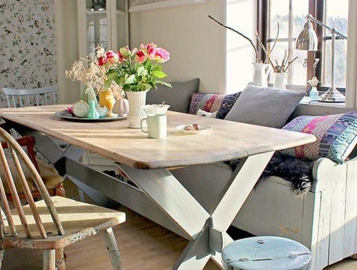 salle manger 00 salle a manger deco recup diy lustres bleus chaises en bois design vieux. Black Bedroom Furniture Sets. Home Design Ideas