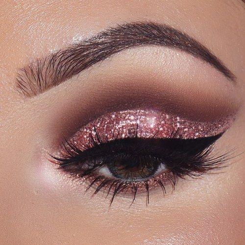 Maquillage des yeux rose et éblouissant \u2026