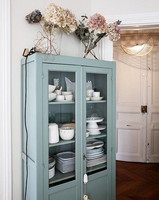 id e relooking cuisine exposer sa vaisselle dans une vaisselier vintage restaur deco2017. Black Bedroom Furniture Sets. Home Design Ideas