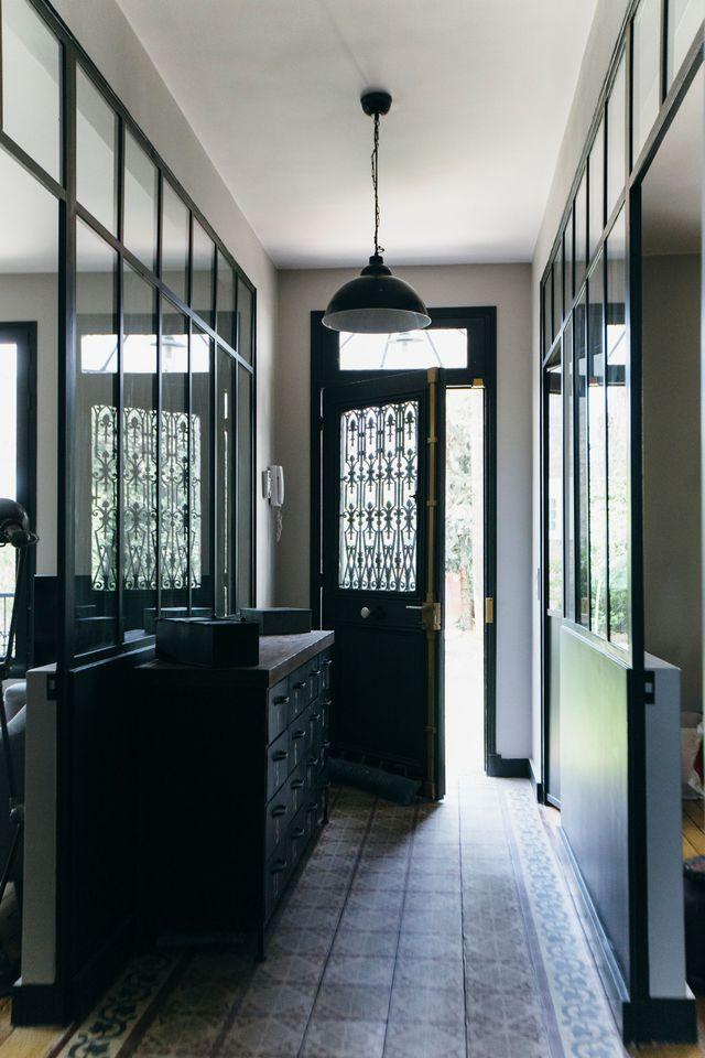 id e relooking cuisine porte d 39 origine et carreaux de ciment dans l 39 entr e. Black Bedroom Furniture Sets. Home Design Ideas