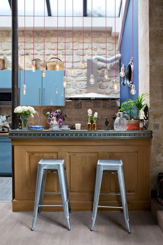 id e relooking cuisine une cuisine bistrot avec une piste de bar en zinc. Black Bedroom Furniture Sets. Home Design Ideas