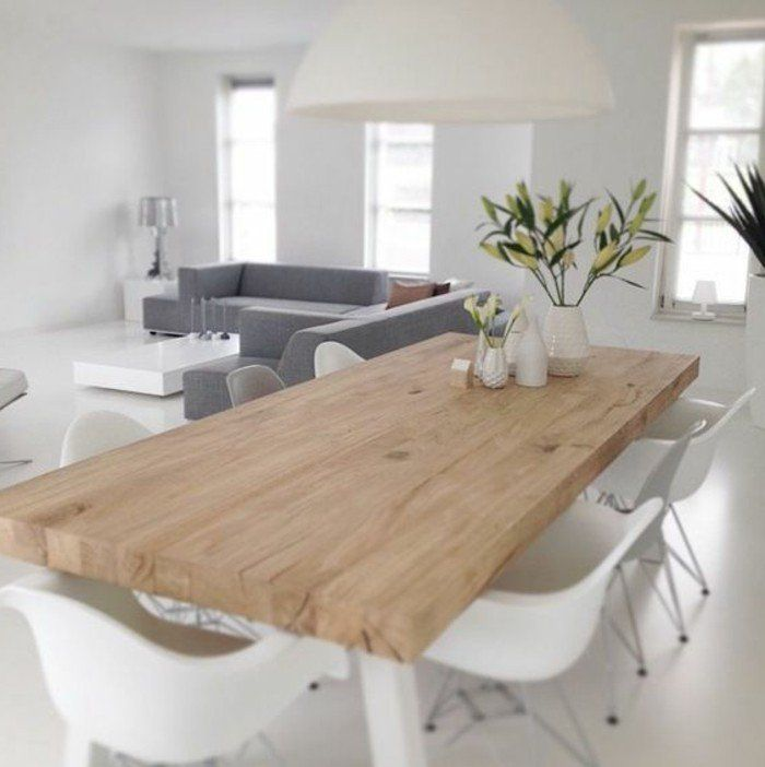 salle manger table en bois clair chaises blanches en. Black Bedroom Furniture Sets. Home Design Ideas