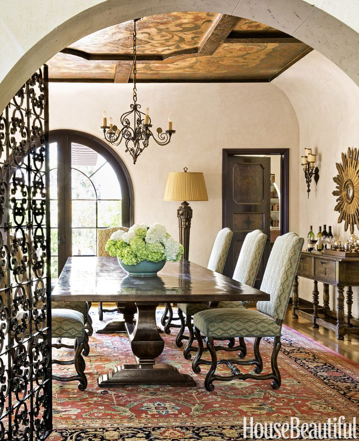 Salle manger tour a 1920s spanish colonial revival for Salle a manger 1920