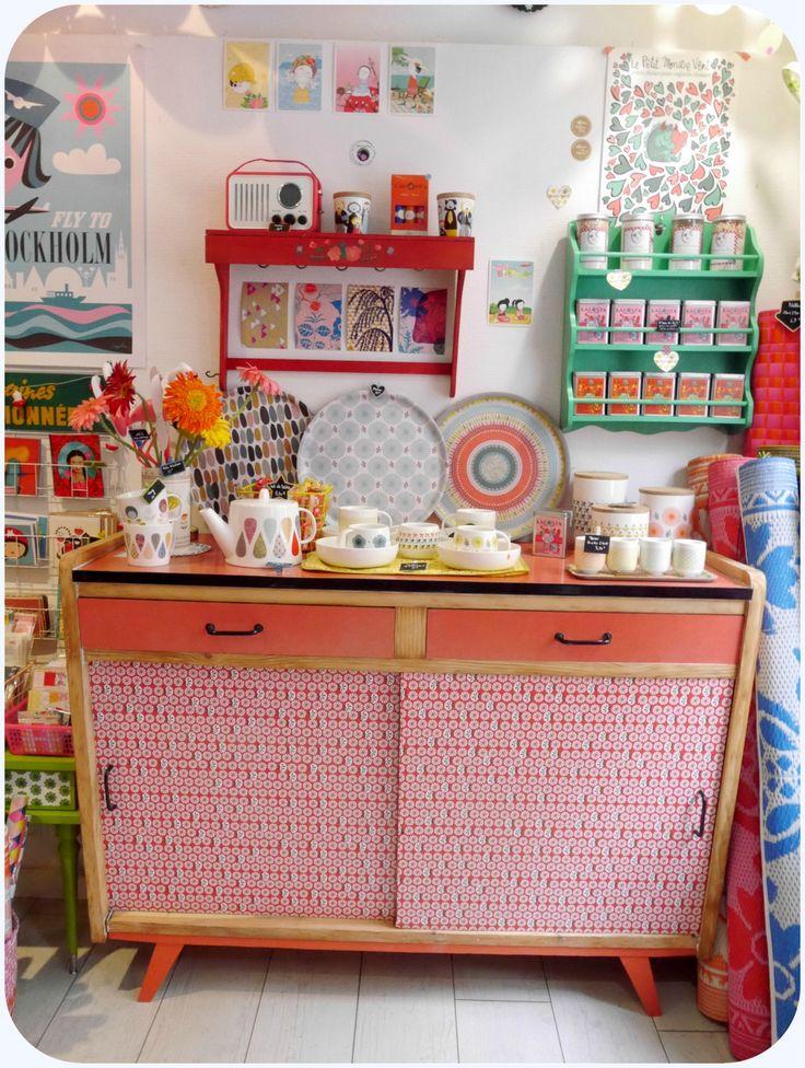 Id e relooking cuisine meuble rouge photo de mobilier for Deco cuisine kitsch