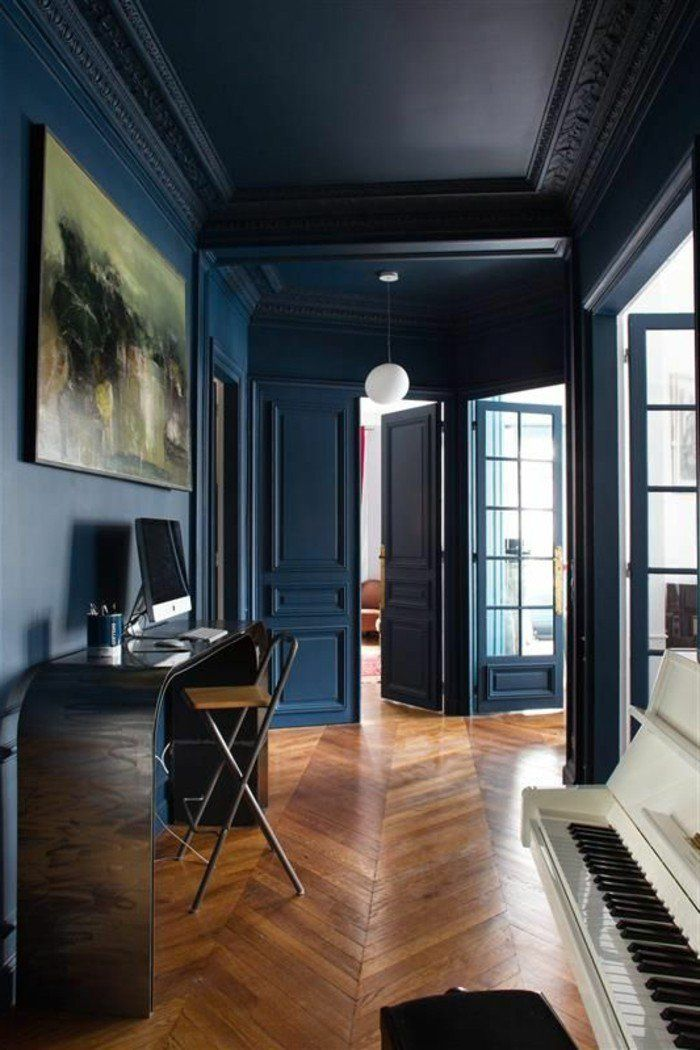 d co salon d corer son appartement piano et sol en parquet murs en bleu fonc astus de. Black Bedroom Furniture Sets. Home Design Ideas