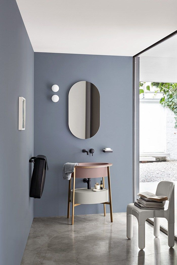 d co salon salle de bains moderne bleu gris au mur et lavabo vieux rose. Black Bedroom Furniture Sets. Home Design Ideas