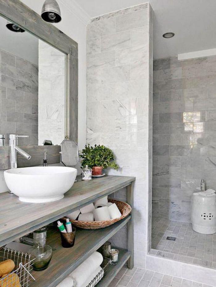 Idée décoration Salle de bain - carrelage gris brillant ...