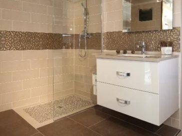 id e d coration salle de bain une verri re atelier pour clairer une salle de bains studio d. Black Bedroom Furniture Sets. Home Design Ideas