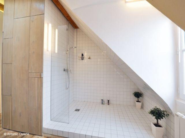 Id e d coration salle de bain douche italienne dans for Salle de bain sous rampant
