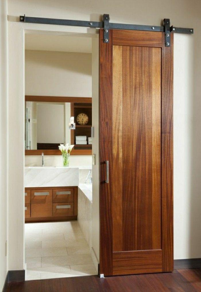 Idée Décoration Salle De Bain Salle De Bain Avec Une Porte En Bois - Porte de salle de bain