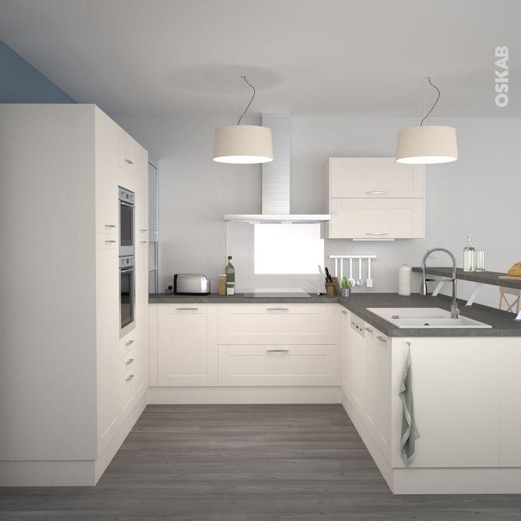 Id e relooking cuisine cuisine couleur ivoire classique de bord de mer implantation en u - Couleur murs cuisine avec meubles blancs ...