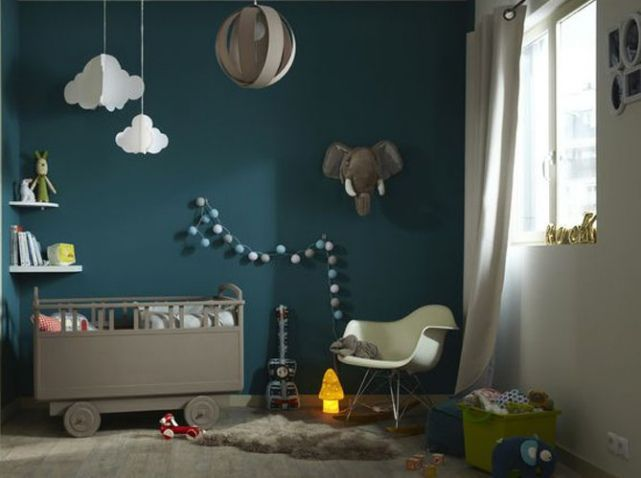 relooking et d coration 2017 2018 chambre bebe avec mur bleu canard. Black Bedroom Furniture Sets. Home Design Ideas