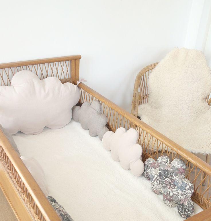 relooking et d coration 2017 2018 un air vintage chic pour ce tour de lit b b mini pois. Black Bedroom Furniture Sets. Home Design Ideas