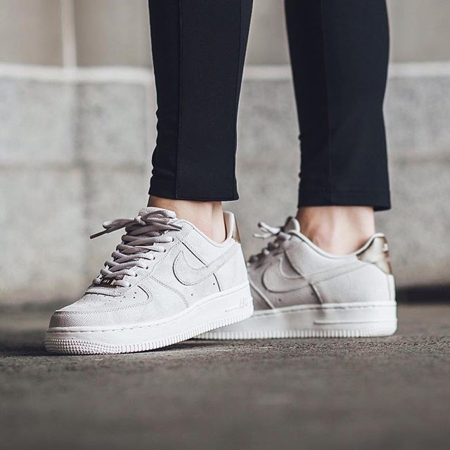 tendance basket 2017 sneakers femme nike air force 1 premium suede by titolo shop. Black Bedroom Furniture Sets. Home Design Ideas