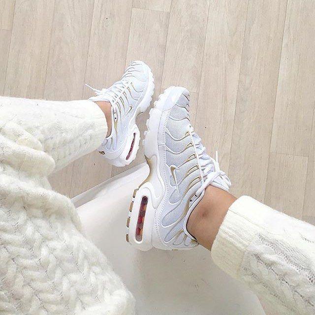 Description. Sneakers femme – Nike Air Max Plus ...