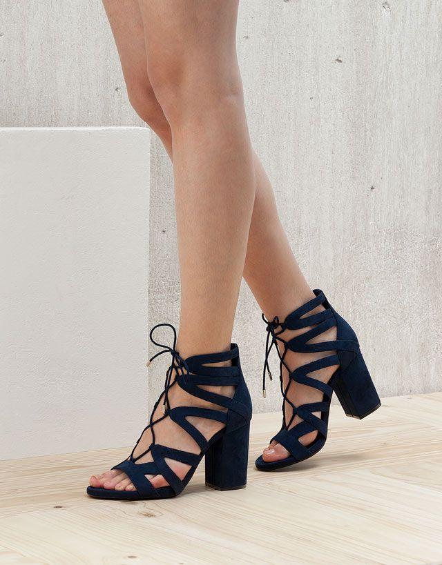 tendance chaussures 2017 spring summer des sandales lacets pour les beaux jours d 39 t. Black Bedroom Furniture Sets. Home Design Ideas